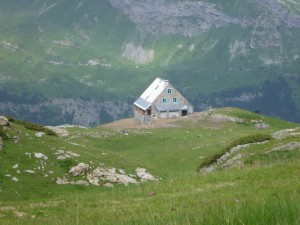 The Espugettes Refuge above the Gavarnie Cirque