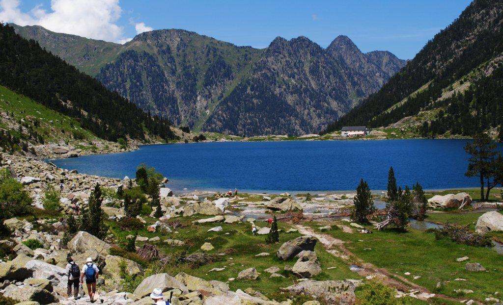Pyrenees national park trek pyrenean odysseys - Lac de gaube ...